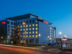 Hotel in Luton, Warwickshire, Leicestershire or Oxford