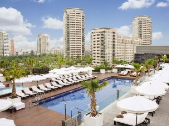 hilton-diagonal-barcelona-pool
